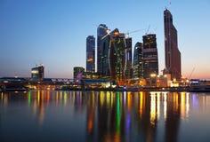 Новое строительство в Москве на заходе солнца Стоковая Фотография RF