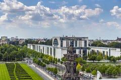 Новое федеральное - немецкое ведомство канцлера в Берлине, Германии стоковое изображение rf