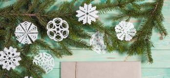 Новое Year' подарки s в бумаге Kraft Стоковые Фото