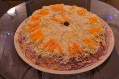 Новое Year' торт s от сельдей под меховой шыбой стоковое фото rf