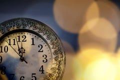 новое Year& x27; s на полночи - хронометрируйте на 12 o& x27; хронометрируйте с li праздника Стоковое фото RF