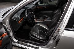 Новосибирск, Россия - 30-ое января 2019: E-класс Мерседес-Benz E-500 стоковые изображения