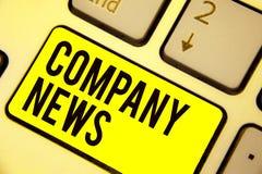 Новости компании текста сочинительства слова Концепция дела для самой последней информации и случаться на клавиатуре корпоративно бесплатная иллюстрация