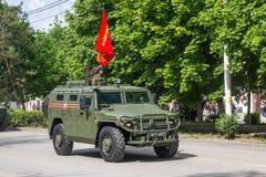 НОВОЧЕРКАССК, РОССИЯ - 9-ОЕ МАЯ 2017: Военный парад предназначенный к дню победы в Второй Мировой Войне Стоковое Изображение