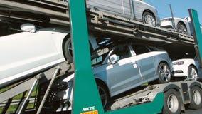 Новые автомобили Audi на тележке акции видеоматериалы