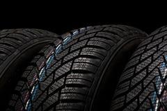 Новые автошины зимы изолированные на черной предпосылке Стоковое Фото