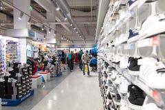 Новые ботинки магазина стоковые изображения rf