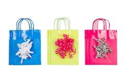 Новые бумажные хозяйственные сумки на белизне стоковое фото