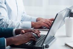 новые виды технологии Учащ программирование онлайн Стоковые Фото