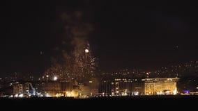Новые Годы фейерверков Eve 1-ое января 2019 на Thessaloniki, Греции сток-видео