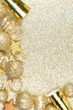 Новые Годы границы Eve на сияющей предпосылке золота Стоковое фото RF