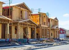 Новые 2 дома рассказа под конструкцией стоковая фотография rf