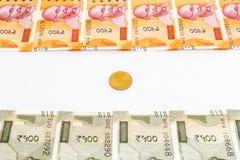 Новые индийские 200 и 500 рупий банкноты и монетки Индийская концепция флага иллюстрация вектора