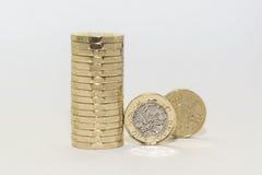 Новые и старые монетки одного фунта Стоковое Изображение