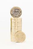 Новые и старые монетки одного фунта Стоковые Изображения