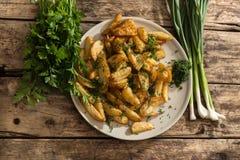 Новые картошки с свежими чесноком и укропом Стоковая Фотография RF