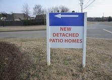Новые разделенные дома патио стоковое изображение