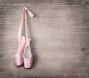 Новые розовые ботинки балета Стоковые Изображения