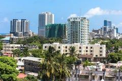 Новые современные здания в Дар-эс-Саламе, Африке заречье moscow один панорамный взгляд Стоковое фото RF