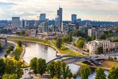 Новые современные небоскребы в Вильнюсе ГАВАНЬ ДЕЛА ВИЛЬНЮСА твердый бизнес-центр в новом центре Вильнюса Стоковые Фото