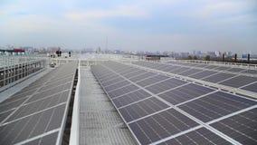Новые современные панели солнечных батарей источника энергии акции видеоматериалы