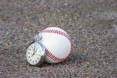 Новый бейсбол с старым секундомером спорта стоковые фотографии rf