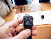 Новый вахта tachymeter серии 3 вахты Яблока Стоковые Фотографии RF