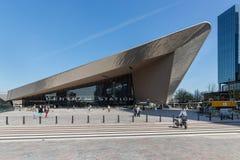 Новый внутри отстраивать центральную станцию Роттердама, Нидерландов стоковое изображение rf