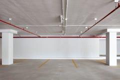 Новый гараж внутренний, промышленное здание, пустое undergrou Стоковое фото RF