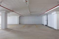 Новый гараж внутренний, промышленное здание, пустое undergrou Стоковые Изображения RF