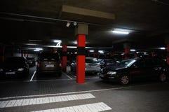 Новый гараж стоянкы автомобилей стоковые изображения rf
