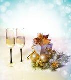 Новый Год и торжество Кристмас. 2 стекла Шампани в Hol стоковое фото