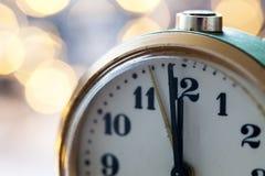 Новый Год на полночи - хронометрируйте на 12 часах с светами праздника Стоковая Фотография RF