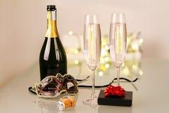 Новый Год партии с бутылкой шампанского Стоковая Фотография RF