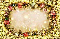 Новый Год Предпосылка, рамка ветвей рождественской елки и украшений рождества Золотистый снежок Открытый космос для текста Стоковая Фотография