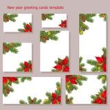 Новый Год, приветствие рождества и карта приглашения с конусами завтрак-обедов ели, декоративные звезды, смычки и цветки Poinsett иллюстрация вектора