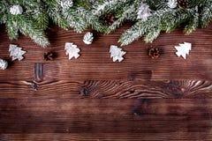 Новый Год украшений рождества на темной деревянной верхней части предпосылки соперничает Стоковое Фото