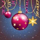 Новый Год приветствию карточки Шарик рождества с смычком и лентой Стоковые Фото