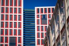 Новый здание муниципалитет голландского города Альмело Нидерландов стоковые фото
