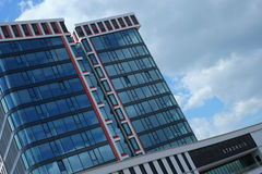 Новый здание муниципалитет на голландском городе Альмело Стоковая Фотография RF