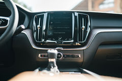 Новый интерьер 2018 автомобиля Volvo XC60 стоковая фотография rf