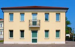 Новый итальянский типичный дом стоковая фотография rf