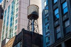 Новый и старый, на улицах Нью-Йорка Стоковая Фотография
