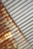 Новый и старый ржавый гальванизированный цинк Стоковые Фото