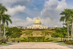 Новый королевский дворец Istana Negara в Куалае-Лумпур, Малайзии стоковое фото rf