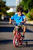 Новый мальчик велосипеда Стоковое Изображение RF