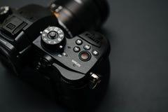 Новый объектив фотоаппарата Panasonic Lumix GH5 и Leica 12-60 Стоковое фото RF
