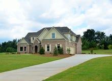 Новый дом кирпича 2 рассказов в Georgia, США Стоковые Изображения RF