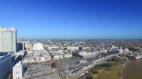 НОВЫЙ ОРЛЕАН - 11-ОЕ ФЕВРАЛЯ 2016: Вид с воздуха горизонта города Th Стоковые Изображения RF