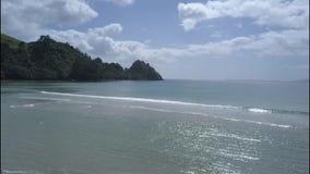 Новый пляж в полуострове Coromandel, Новая Зеландия приятелей видеоматериал